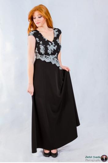 <h5>שמלה מדגישת מותן</h5>