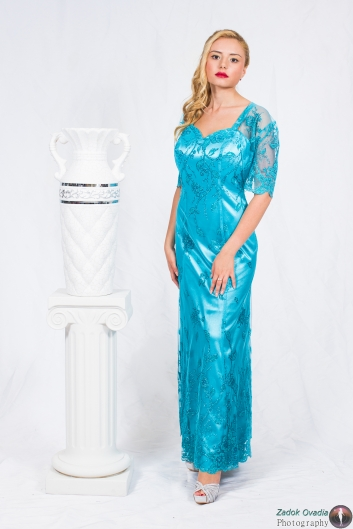 <h5>שמלת תחרה ברודורה</h5>